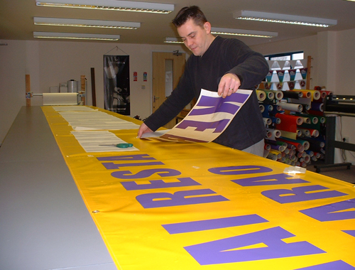 APPLYING VINYL CUT GRAPHICS TO A BANNER